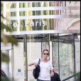Laura Smet rend visite à Johnny Hallyday à l'hôpital américain. Août 2009