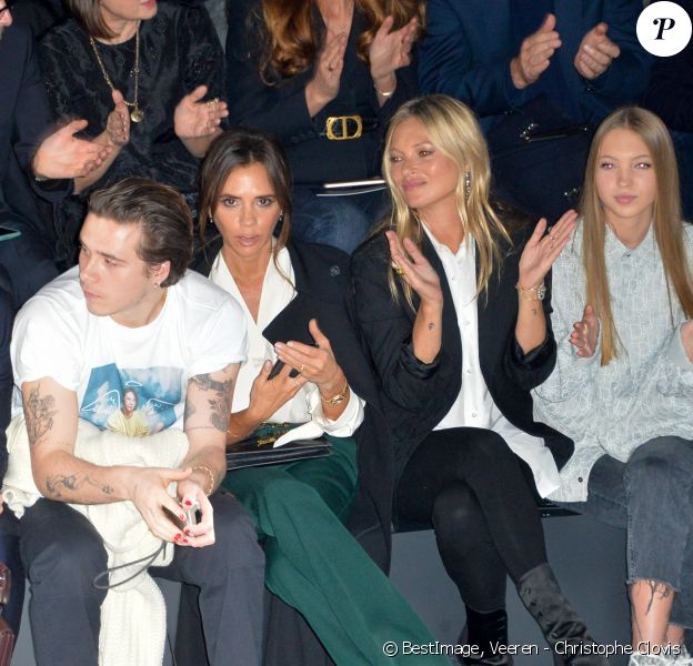 """David Beckham, Brooklyn, Victoria, Kate Moss, Lila Grace Moss-Hack au défilé de mode Homme automne-hiver 2020/2021 """" Dior Homme """" lors de la fashion week à Paris. Le 17 janvier 2020 © Veeren - Christophe Clovis / Bestimage"""
