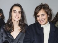 Inès de la Fressange : Maman fière de sa fille Nine à la Fashion Week