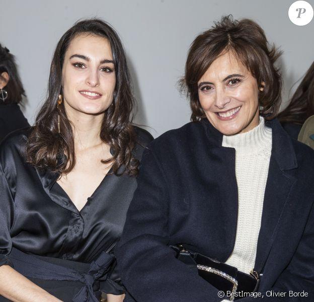 """Nine d'Urso et sa mère Inès de la Fressange assistent au défilé de mode Haute Couture printemps-été 2020 """"Schiaparelli"""", au Palais de Tokyo. Paris, le 20 janvier 2020. © Olivier Borde / Bestimage"""