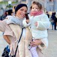 Julia Paredes et sa fille Luna à Disneyland Paris, le 7 novembre 2019