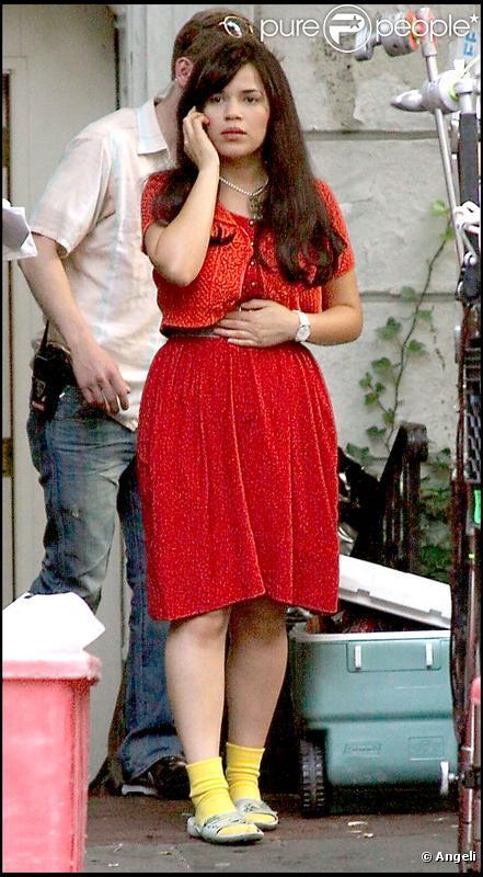 America Ferrera, de plus en plus jolie sur le tournage de la saison 4 d' Ugly Betty . 04/08/09