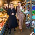 La princesse Victoria de Suède et le prince Daniel au marché de Höganäs, dans le comté de Scanie, le 29 janvier 2020.