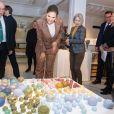 La princesse Victoria de Suède et le prince Daniel se sont essayés à la confection de céramique au centre de céramique d'Höganäs dans le comté de Scanie le 29 janvier 2020.