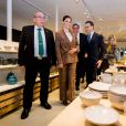 La princesse Victoria de Suède et le prince Daniel au centre de céramique d'Höganäs dans le comté de Scanie le 29 janvier 2020.