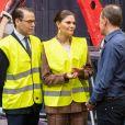 Le prince Daniel et la princesse Victoria de Suède visitant une aciérie à Höganäs le 29 janvier 2020.