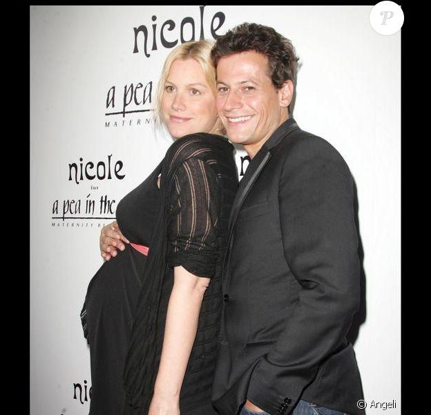 Alice Evans et son mari à la soirée de lancement de la gamme Nicole, vêtemens pour femme enceinte. 06/08/09