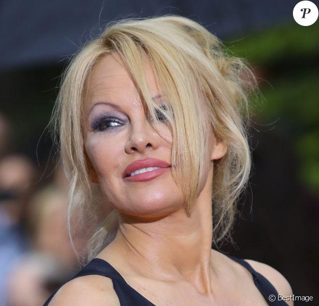 Pamela Anderson arrive à la 28ème cérémonie des trophées UNFP (Union nationale des footballeurs professionnels) au Pavillon d'Armenonville à Paris, France, le 19 mai 2019.