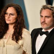 Joaquin Phoenix (Joker): Entouré de Rooney Mara et sa soeur, son portrait craché