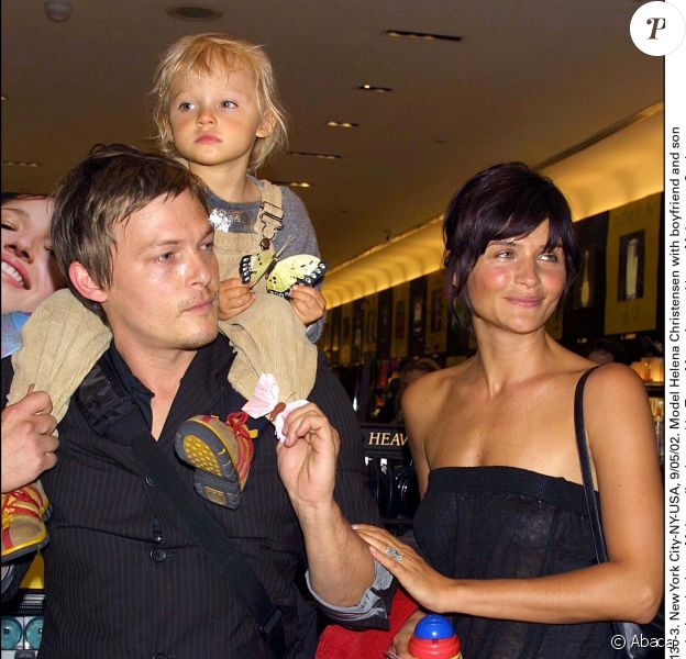 Helena Christensen, Norman Reedus et leur fils Mingus à New York, le 30 mai 2002.