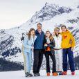 Le prince Constantijn des Pays-Bas, la princesse Laurentien des Pays-Bas, la comtesse Eloise, le comte Claus-Casimir et la comtesse Leonor lors de la séance photo avec la presse à l'occasion des vacances de la famille royale aux sports d'hiver à Lech, Autriche, le 25 février 2020.