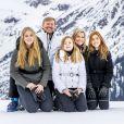 La princesse Alexia des Pays-Bas, le roi Willem-Alexander des Pays-Bas, la princesse Catharina-Amalia des Pays-Bas, la reine Maxima des Pays-Bas et la princesse Ariane des Pays-Bas lors de la séance photo avec la presse à l'occasion des vacances de la famille royale aux sports d'hiver à Lech, Autriche, le 25 février 2020.