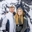 Le roi Willem-Alexander des Pays-Bas et sa fille aînée la princesse héritière Catharina-Amalia des Pays-Bas lors de la séance photo avec la presse à l'occasion des vacances de la famille royale aux sports d'hiver à Lech, Autriche, le 25 février 2020.