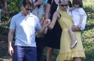 La très mal lookée Katie Holmes, son mari Tom Cruise et Suri, enfin réunis, poursuivent leur escapade australienne !