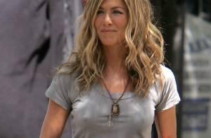 Jennifer Aniston devient chanteuse ! Ça mérite la prison...
