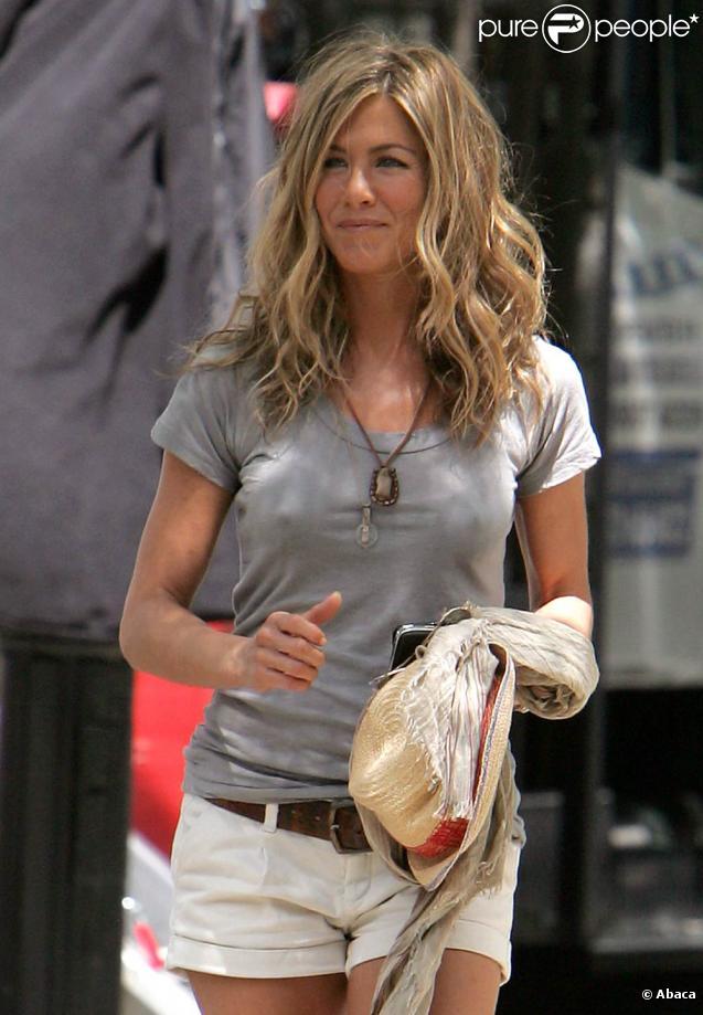 Jennifer Aniston chantera dans  The Goree Girls