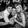 Brooklyn Beckham (au milieu) fête ses 21 ans avec son petit frère Cruz et sa petite amie Nicola Peltz, dans la maison des Beckham, aux Cotswolds, en Angleterre. Le 7 mars 2020.