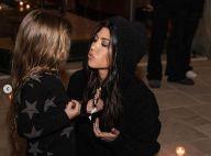 Kourtney Kardashian embrasse ses enfants sur la bouche et assume !