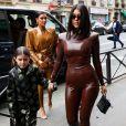 """Kim Kardashian, sa fille North West, Kourtney Kardashian et sa fille Penelope Disick se rendent au """"Sunday Service"""" de Kanye West à Paris, la messe est organisée au Théâtre des Bouffes du Nord à Paris, le 1er mars 2020."""