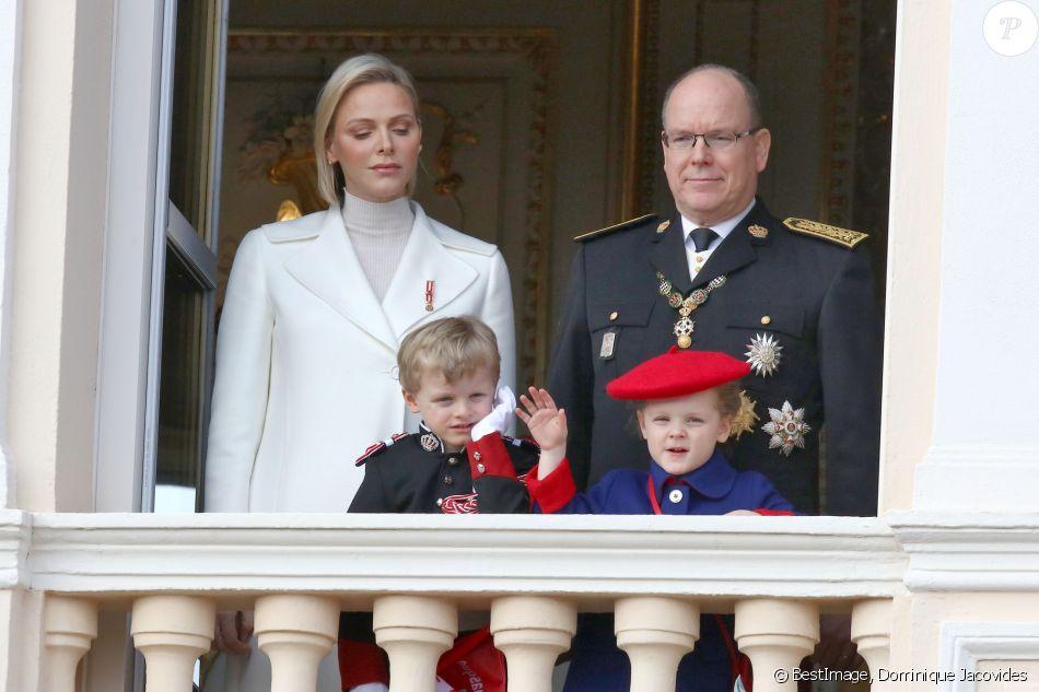 La princesse Charlene et le prince Albert II de Monaco, leurs enfants le prince Jacques et la princesse Gabriella - La famille princière de Monaco au balcon du palais lors de la Fête nationale monégasque à Monaco. Le 19 novembre 2019 © Dominique Jacovides / Bestimage