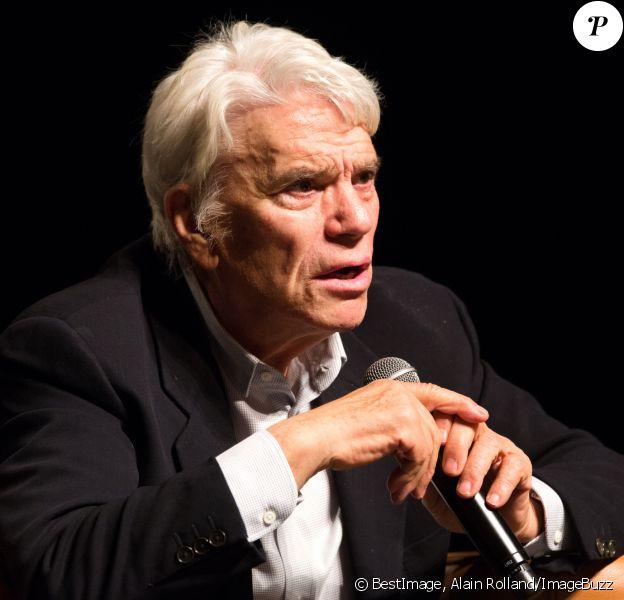 """Bernard Tapie donne une conférence """"Qui est le vrai Bernard Tapie"""" au Forum de Liège, Belgique, le 27 septembre 2018, du directeur sportif à l'âme d'artiste, de la personnalité influente, à la maladie, il nous raconte son histoire sans détours et surtout sans remords, dans une salle de 700 personnes... Il a évoqué son plus grand combat et sa plus grande douleur de vie... sa maladie...Il affirme avoir voulu mettre fin à ses jours et confie qu'il en a marre de se sentir si mal certains jours, mais que heureusement sa femme était là pour le soutenir. Il dit être fort et a annoncé son voeux de remonter sur les planches l'année prochaine avec un grand projet sur lequel il travaille actuellement. Quant à la politique, il dit ne plus vouloir en faire, c'est un monde beaucoup trop cruel a t-il cité. Il a aussi évoqué son amour pour la belgique... """"ce que j'aime en Belgique c'est que les gens qui font des choses sérieuses, ne se prennent pas au sérieux, contrairement aux français""""! © Alain Rolland/ImageBuzz/Bestimage27/09/2018 - Liège"""