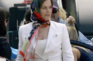 Sigourney Weaver : son look est à moitié glamour... Ne regardez pas ses pieds !
