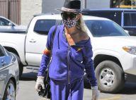Laeticia Hallyday : Drôle de masque, gants et crinière XL face au coronavirus