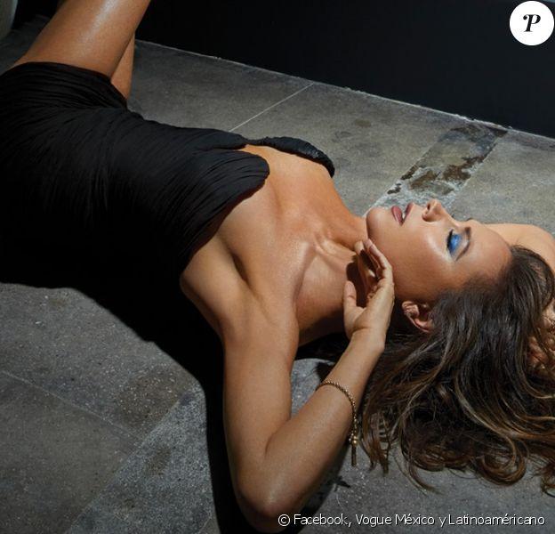 Victoria Beckham en couverture du nouveau numéro de Vogue México y Latinoaméricano. Photo par An Le.