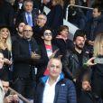 Pascal Obispo et son fils Sean et sa femme Julie Hantson, Michaël Youn, sa fille Seven, sa compagne Isabelle Funaro, Sébastien Grosjean et Richard Gasquet - People au match de football PSG-Nantes (4 à 0) au Parc des Princes le 14 mai 2016