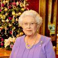 La reine Elisabeth II d'Angleterre dans la salle des dîners d'état du palais de Buckingham à Londres, le 10 décembre 2014 après l'enregistrement du message télévisé pour Noël.