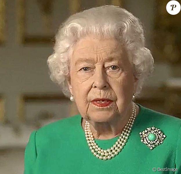 Intervention télévisée de la reine Elisabeth II d'Angleterre à propos de l'épidémie de coronavirus (COVID-19) aux habitants du Royaume Uni et du Commonwealth le 5 avril 2020. © Cyril Moreau / Bestimage