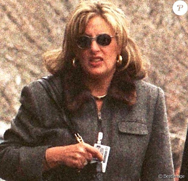 Linda Tripp avait enregistré les confidences de Monica Lewinsky, à l'insu de la jeune femme, jouant un rôle clé dans l'enquête qui a conduit au procès en destitution de Bill Clinton. Ici à Arlington, en 1999.