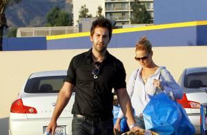 Katherine Heigl, simplement jolie, et son mari Josh sont comme tout le monde : ils dévalisent Ikea !