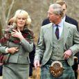 Le prince Charles et son épouse Camilla en visite dans la réserve naturelle nationale d'Ecosse, près de leur demeure de Birkhall, à Balmoral, en 2006.