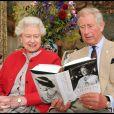 Le prince Charles et sa mère la reine Elizabeth II à Birkhall, en Ecosse, en 2009.
