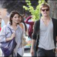 Ashley Greene  et son partenaire dans le film  Twilight , Xavier Samuel, se promènent dans les rues de Vancouver où ils sont en tournage du troisième volet de la saga !