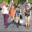 Miley Cyrus à Burbank avec sa mère, sa soeur, et des amies (23 août 2009)