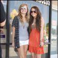 Miley Cyrus avec une fan à L.A (23 août 2009)