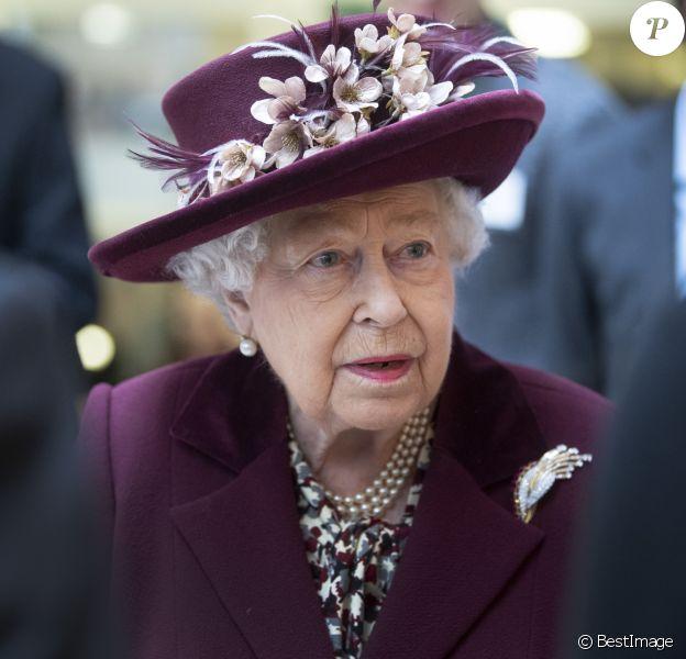 La reine Elisabeth II d'Angleterre en visite dans les locaux du MI5 à la Thames House à Londres. Le 25 février 2020