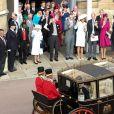 Le reine Elisabeth II d'Angleterre, le prince Philip duc d'Edimbourg et la famille royale - La princesse Eugenie et son mari Jack Brooksbank partent en calèche après leur cérémonie de mariage au château de Windsor le 12 octobre 2018.