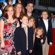 """Chris Columbus, son épouse Monica Devereux et leurs enfants Eleanor, Brendan, Violet et Isabella - Première du film """"Harry Potter et la chambre des secrets"""" au Ziegfeld Theatre, à New York. Le 10 novembre 2002. ©Nicolas Khayat/ABACA"""