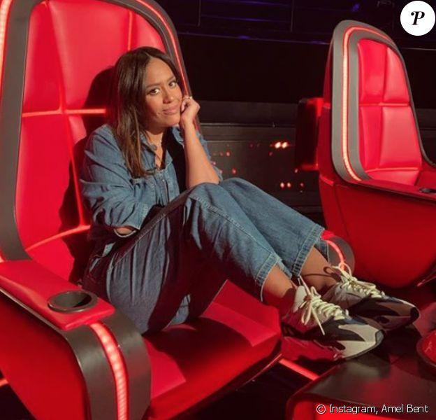 Amel Bent sur son fauteuil de coach de The Voice. Janvier 2020.