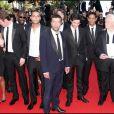 """Leïla Bekhti, Reda Kadeb, Adel Belcheif, Tahar Rahim , Hichem Yacoubi et Niels Arestrup pour la montée des marches du film """"Un Prophète"""" au Festival de Cannes en 2009."""