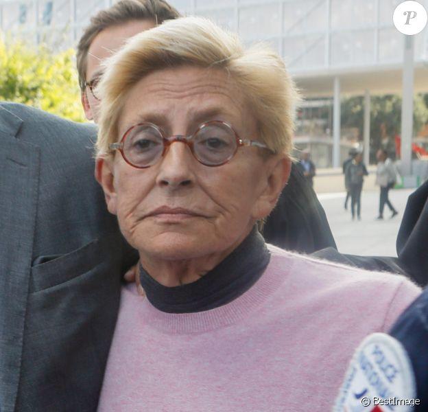 Isabelle Balkany sort du tribunal de Paris, soutenue par son fils Alexandre, après le verdict du procès des époux Balkany pour fraude fiscale le 13 septembre 2019.