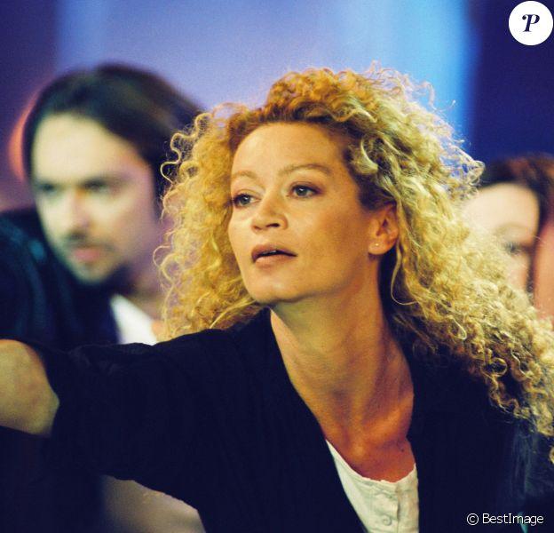 Archives - Raphaëlle Ricci sur le plateau de l'émission Vivement dimanche le 27 avril 1999