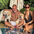 Gianluca Vacchi, sa compagne Sharon Fonseca et leurs deux labradors. Mars 2020.