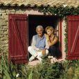 Archives - En France, en vacances à l'Ile de Ré, Julie Arnold ( grande amie du couple) et Jean-Loup Dabadie en août 1988. © Michel Marizy via Bestimage