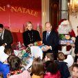 Louis Ducruet, la princesse Charlène, le prince Albert II de Monaco, Camille Gottlieb lors de la remise de cadeaux de Noël aux enfants monégasques au palais à Monaco le 18 décembre 2019. © Bruno Bebert / Bestimage