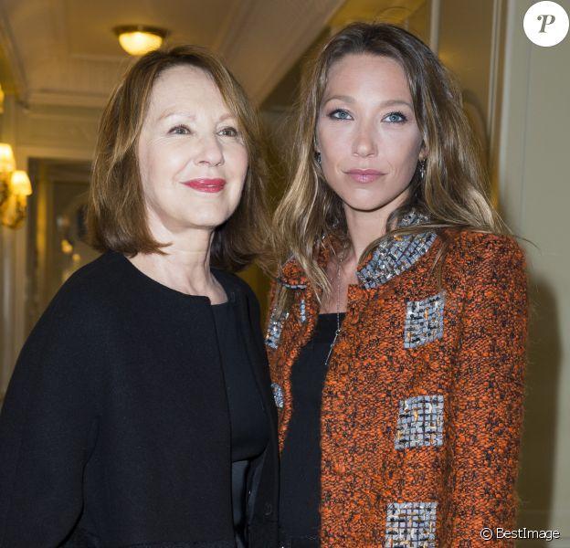 """Nathalie Baye et sa fille Laura Smet - Soirée des """"Révélations César 2015"""" à l'hôtel Meurice à Paris le 12 janvier 2015."""