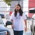 Exclusif - Jared Leto descend de sa voiture pied nu pour aller à la salle de gym à West Hollywood le 13 février 2020.